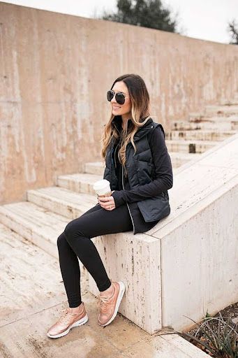 Đồ đen và giày hồng